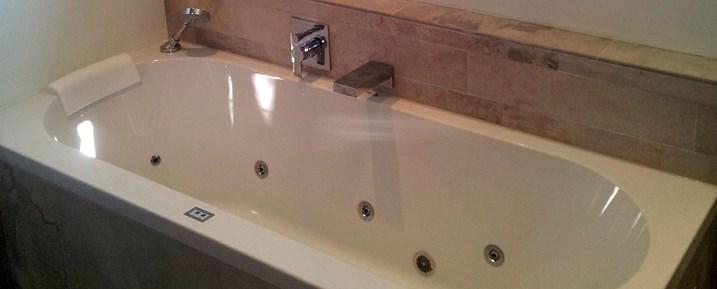Aanleg van sanitair badkamer toilet waterleidingen en binnen riolering - Sanitair opknappen ...